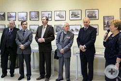 Директор Дмитровской центральной библиотеки З.И.Злотникова открывает церемонию презентации выставки
