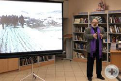 Выступает участник выставки дмитровчанин П.Н.Горячев