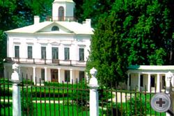 Панорама главного дома усадьбы «Середниково»