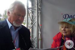 Председатель Союза журналистов Москвы П.Н. Гусев у палатки «Дворянского мира Москвы»