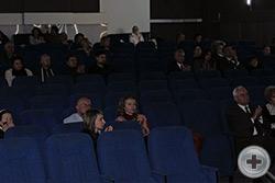 В зале во время показа фильма