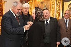 А.А.Петровой вручается медаль Императорского Ордена Святой Анны
