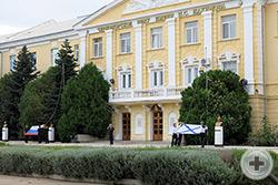 Каждое утро в нахимовском училище начинается с церемонии поднятия Андреевского флага и российского триколора