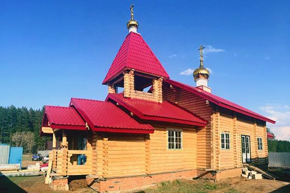Новый выстроенный храм во имя Святых Царственных Страстотерпцев в микрорайоне «Лесная Поляна» города Елабуги