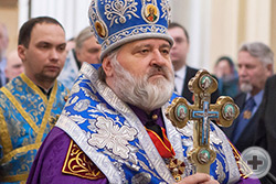 Наместник Александро-Невской Лавры, кавалер Ордена Святой Анны епископ Кронштадтский Назарий во время богослужения