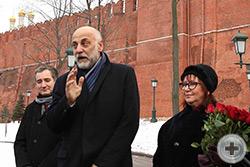 Выступает создатель памятника, народный художник России Салават Александрович Щербаков