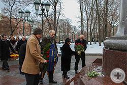 Возложение венков и цветов к памятнику Императору Александру I Благословенного