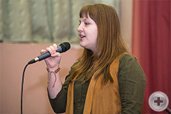 Поёт Анастасия Чепкая, 14 лет