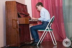 Играет юный музыкант Георгий Смирнов