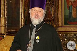Протоиерей Георгий Студенов благодарит Императорский Дом за награду