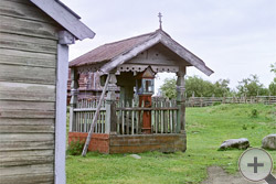1909 | Часовня и крест времени Петра I в деревне Сумское
