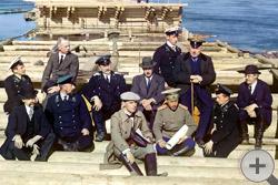 1916 | Группа участников железнодорожной постройки. Строящийся причал, Кемь